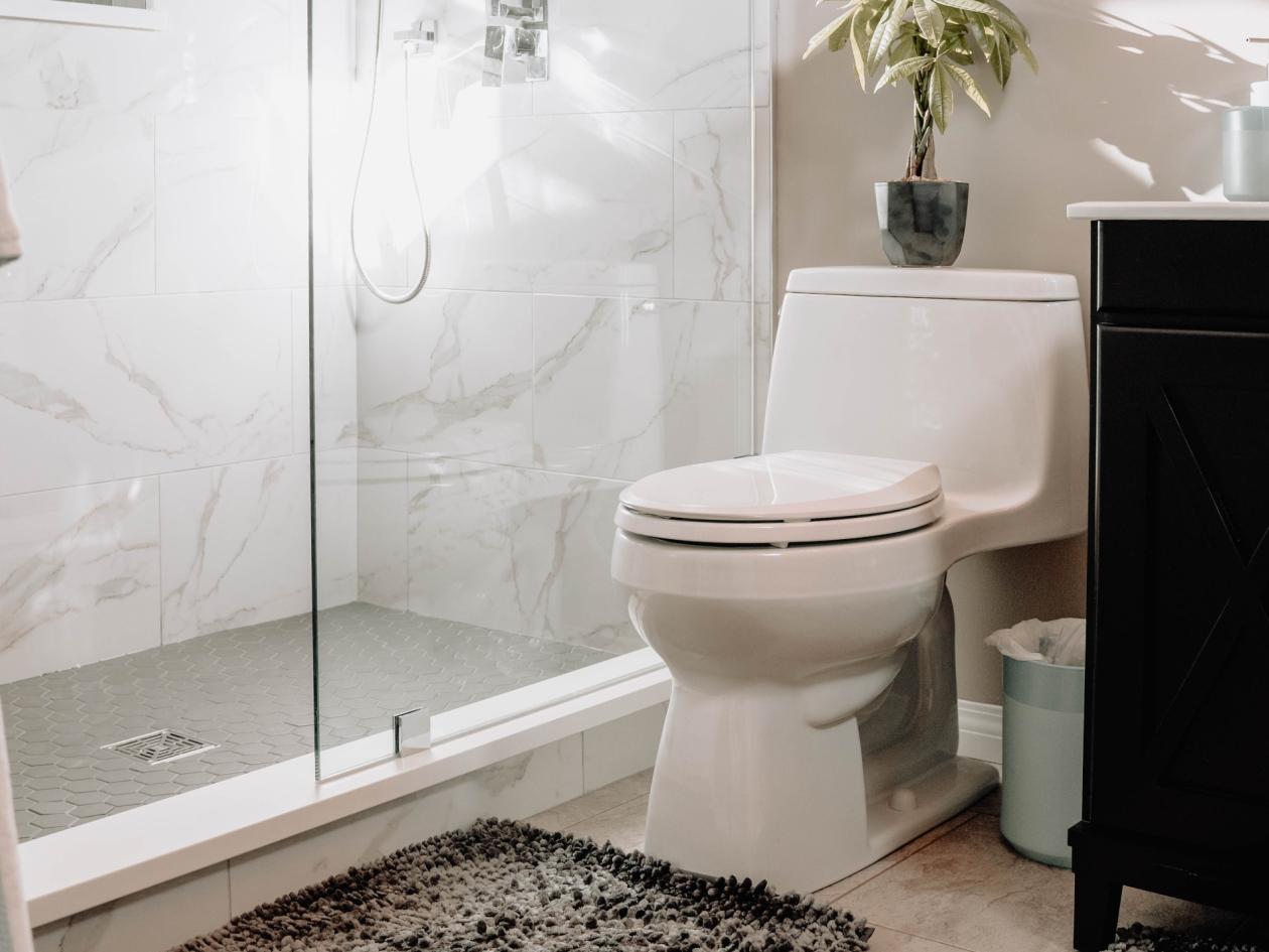 Pravilna tehnika čišćenja i odgovarajuća sredstva za čišćenje wc školjke